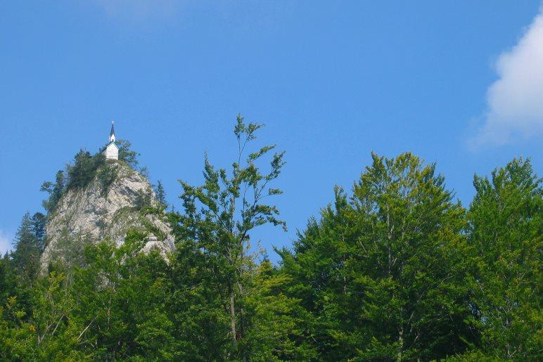 Die Kapelle auf dem Riederstein, vom Gasthaus Galaun aus gesehen