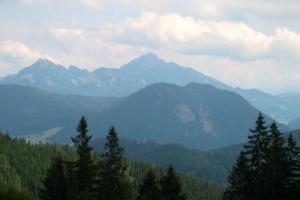 Schöner Weitblick hinüber zum Wendelstein, dazwischen liegt im Tal der Schliersee