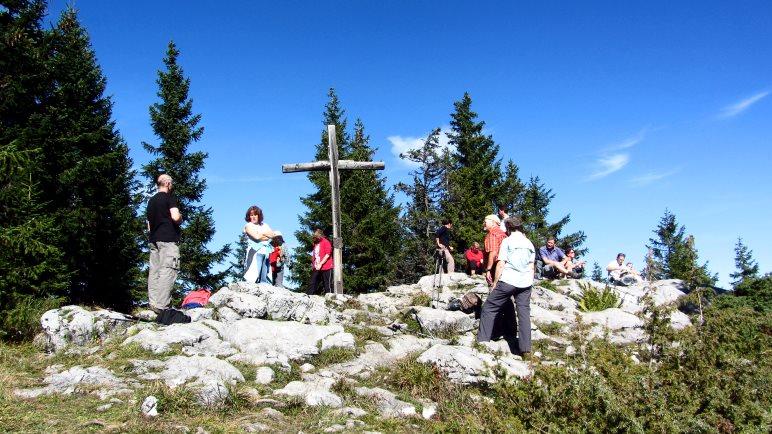 Das kleinere der zwei Gipfelkreuze auf dem Pendling