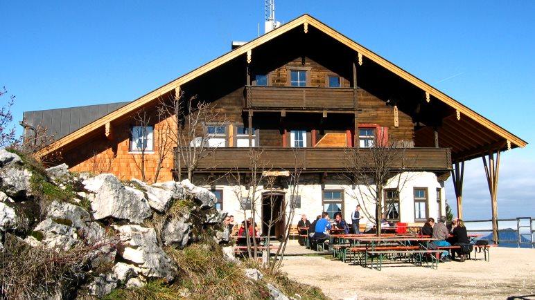 Das Pendlinghaus auf dem Gipfel hoch über Kufstein