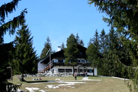 Aus dem Wald zum Blomberghaus