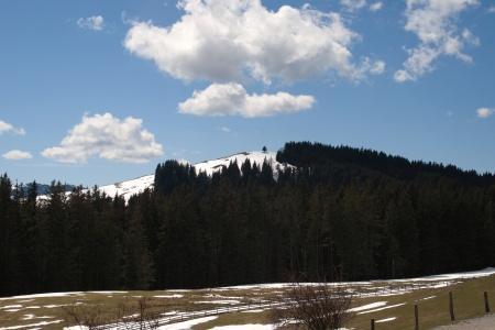 Blick vom Blomberghaus auf den noch schneebedeckten Zwiesel