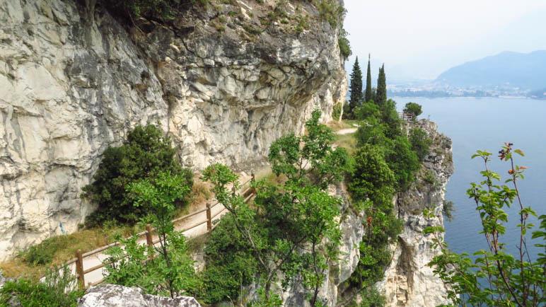 Am Beginn der Ponalestraße vom Ledrotal hinunter nach Riva
