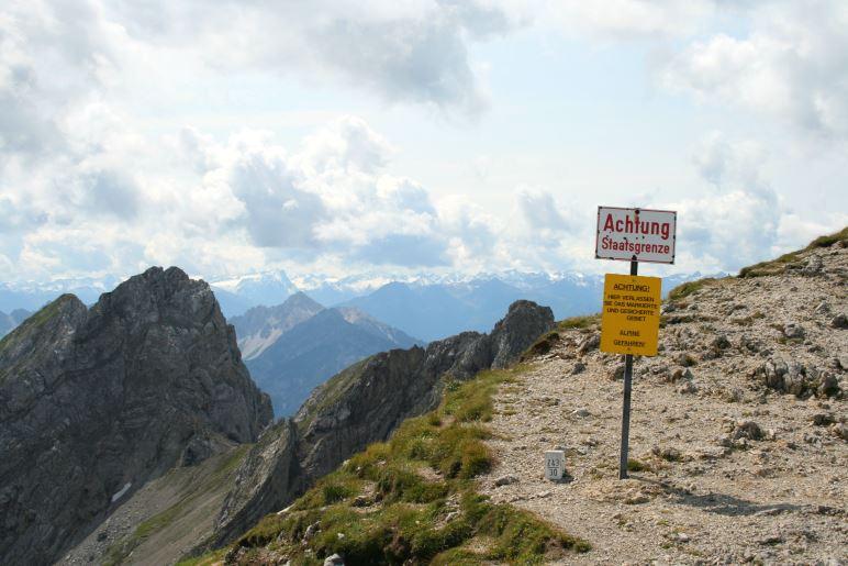 Die deutsch-österreichische Grenze am Ostrand der Karwendelgrube