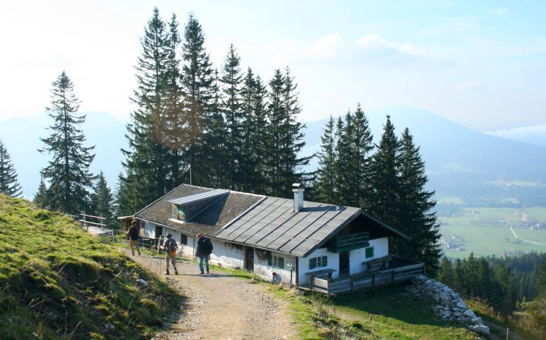 Die Bucheralm auf dem Abstiegsweg zurück nach Fischbachau