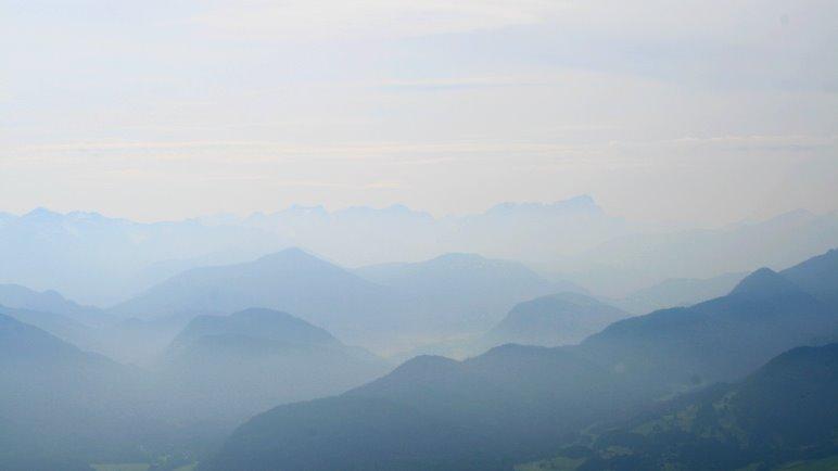 Die Aussicht vom Fockenstein-Gipfel, heuet etwas diesig