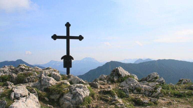 Am Gipfelkreuz des Fockenstein