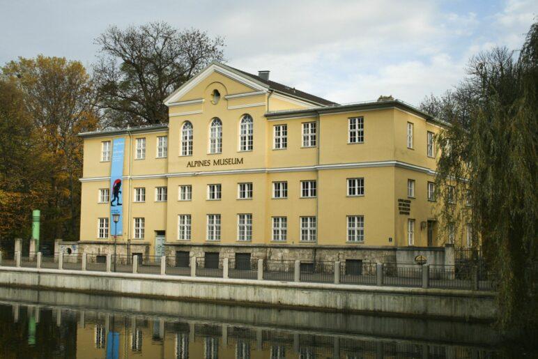 Das alpine Museum des Alpenvereins auf der Praterinsel in München
