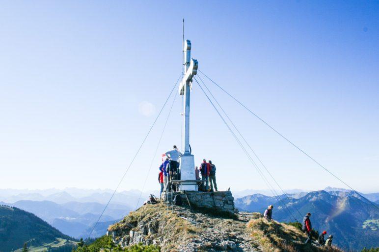 Der Wallberg-Gipfel mit dem großen Gipfelkreuz