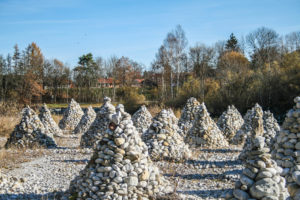 Steintürme am Isar-Ufer