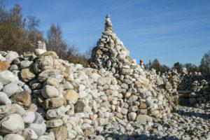 Eine Steinmauer, ohne Mörtel oder Kleber errichtet
