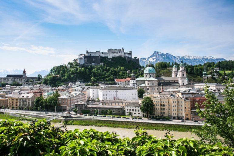 Vom Kapuzinerberg blickt man direkt auf die Altstadt und die Festung Hohensalzburg
