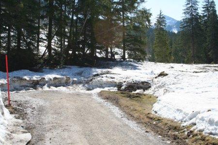 Kurze Unterbrechung - Der Weg ist von einer Lawine verschüttet