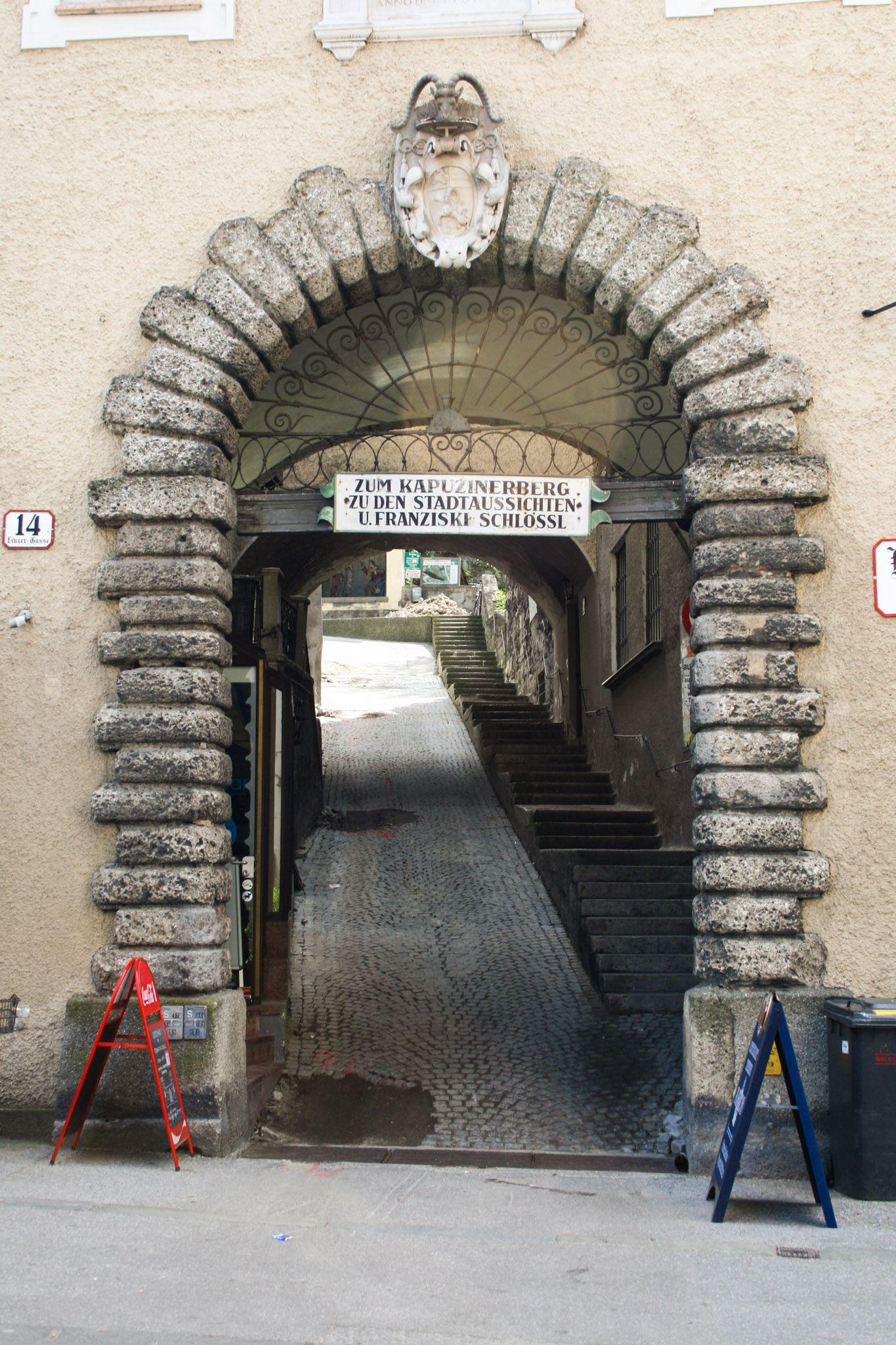 Zugang zum Stefan-Zweig-Weg auf den Kapuzinerberg von der Linzer Gasse aus
