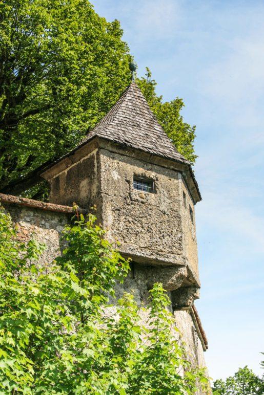 Die insgesamt 14 kleinen Türmchen entlang der Wehrmauer werden Gaffe genannt