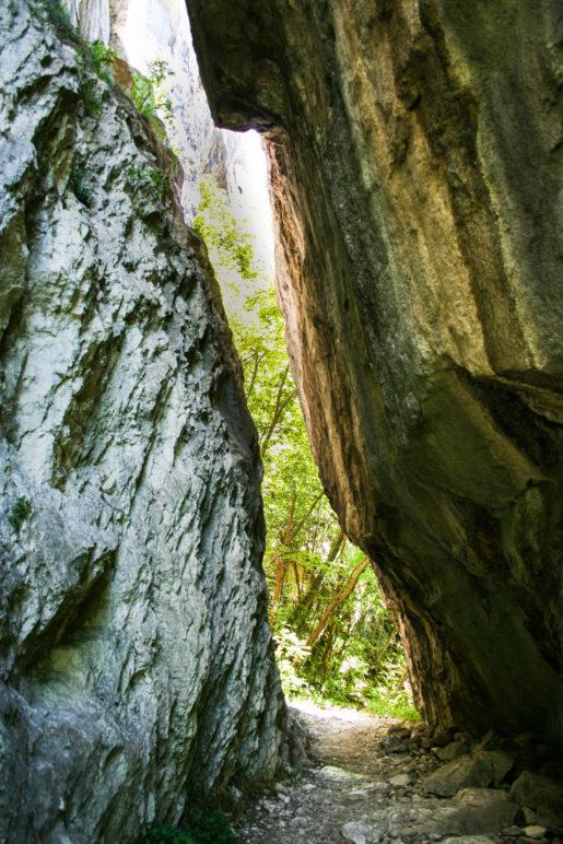 Am Durchgang des Felstors
