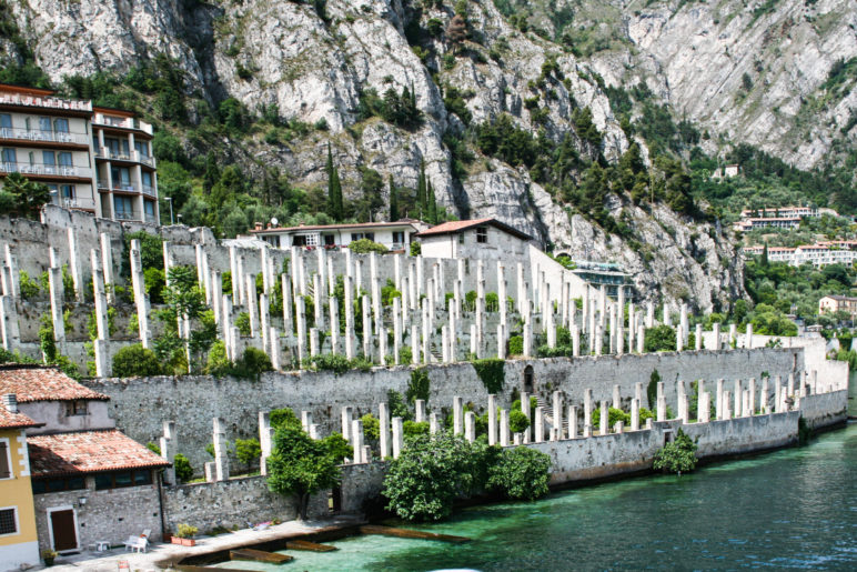 Historische Zitronen-Gewächshäuser, die Limonaie, direkt am Gardasee