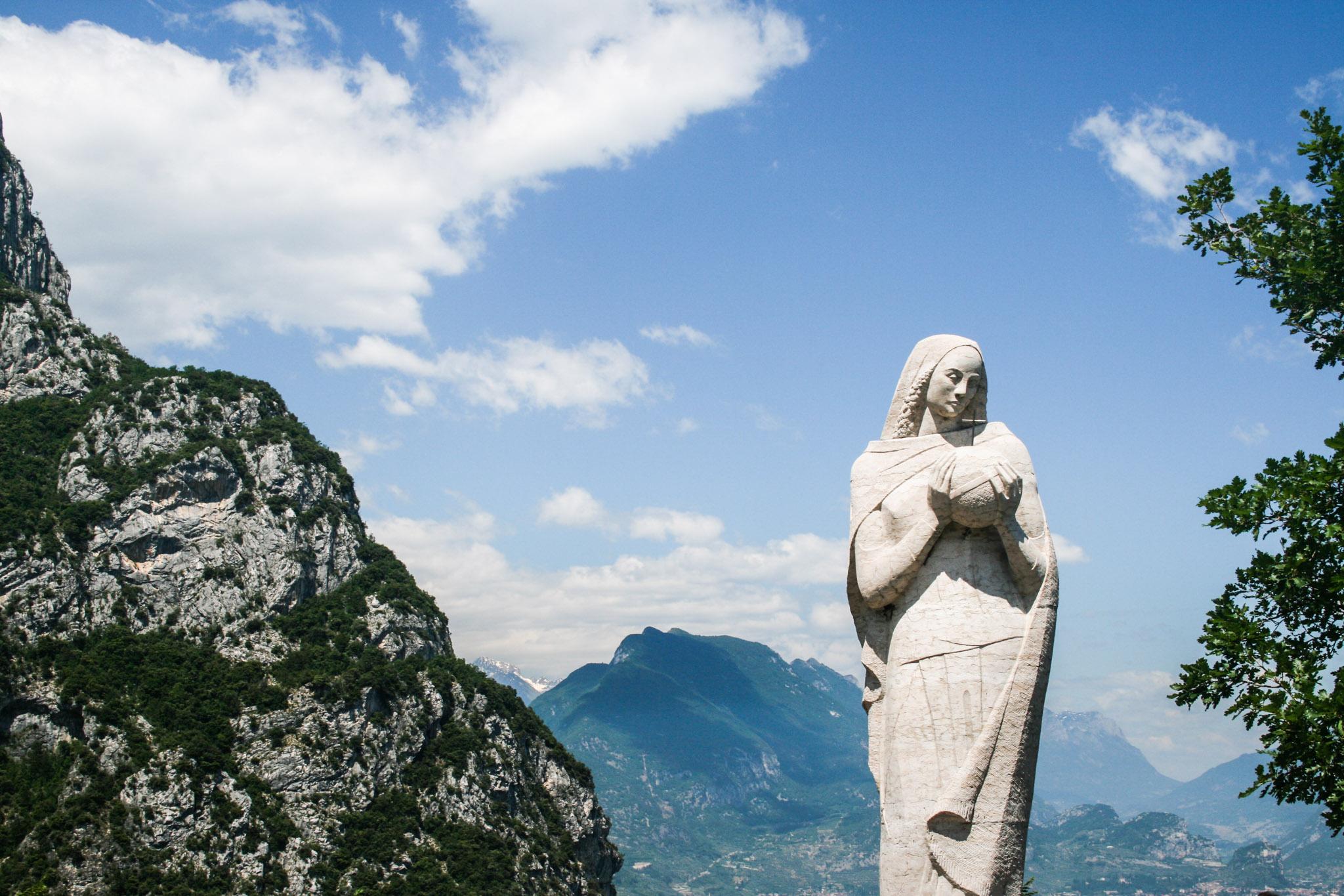 Regina Mundi Statue am Aussichtspunkt über dem Ponaletal