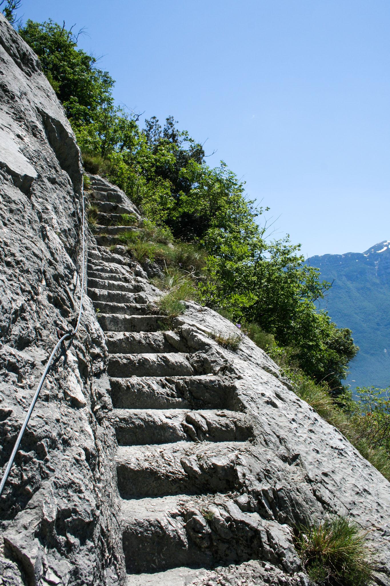 Hier geht's rauf und steil runter - Treppe zum Gipfel