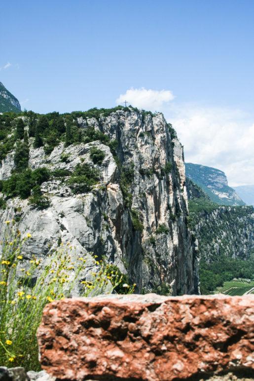 Der Blick von der Burg zum Colodri