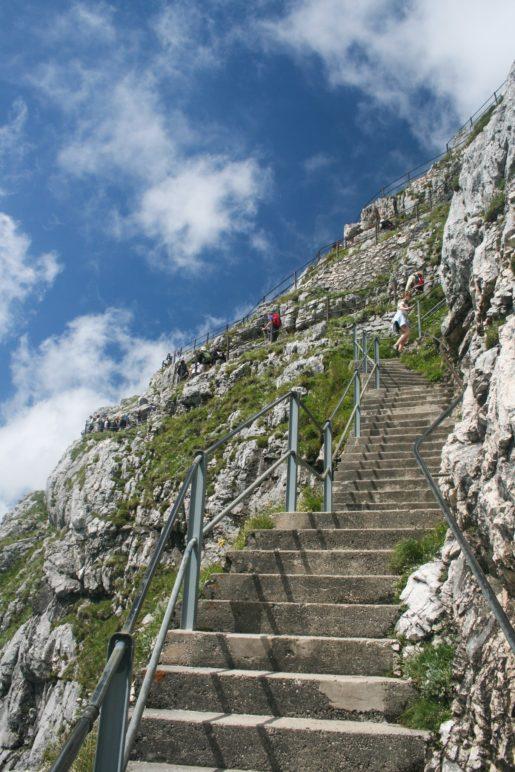 Viele Treppen führen zum Gipfel
