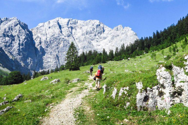 Wir wandern auf Grubenkarspitze und Dreizinkenspitze zu