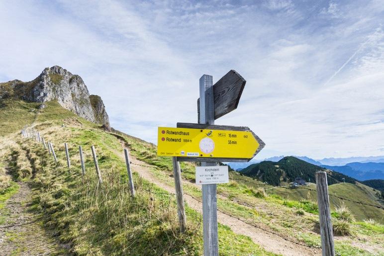 Enstscheidung am Kirchsteinsattel: Erst zum Rotwand-Gipfel wandern oder doch zuerst im Rotwandhaus einkehren?