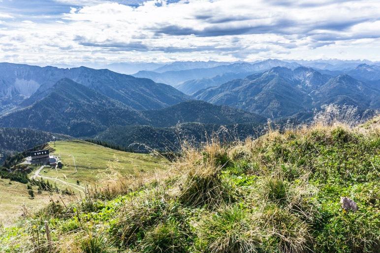 Alpenblick vom Rotwand-Gipfel aus. Links unten ist das Rotwandhaus zu sehen