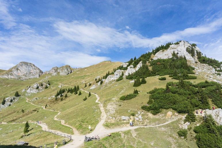 Die Wege vom Rotwandhaus führen ins Tal, zur Gipfelstation der Taubensteinbahn, zum Rotwand-Gipfel und zu den Ruchenköpfen