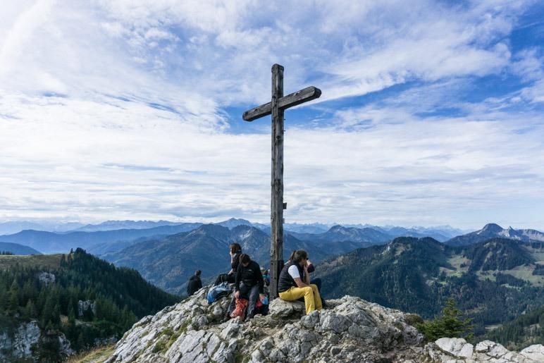 Das erste Gipfelkreuz des Tages: Auf dem Taubenstein