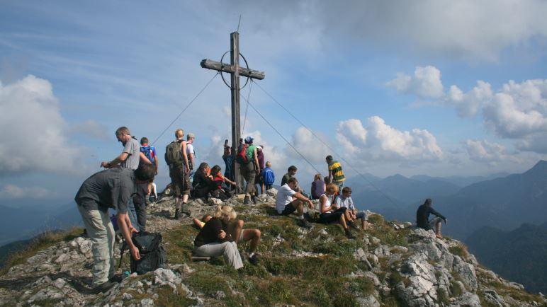 Geschafft: Das Gipfelkreuz auf dem Roßstein