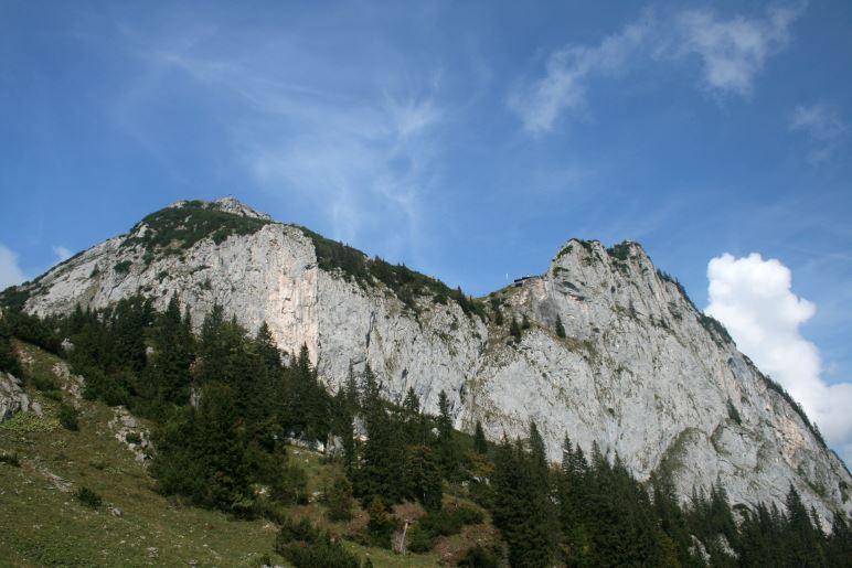 Roßstein und Buchstein, dazwischen die Tegernseer Hütte