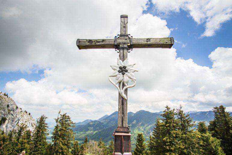 Das Gipfelkreuz des Heubergs