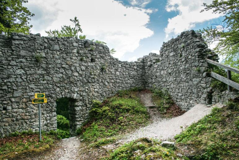 An der Ruine der Burg Werdenfels
