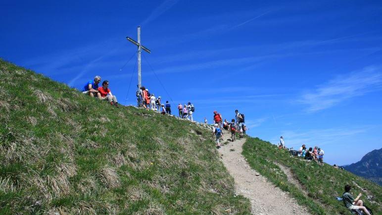Geschafft: Das Jochberg-Gipfelkreuz