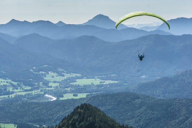 Der Startplatz der Paraglider ist nur wenige Meter vom Brauneckhaus entfernt