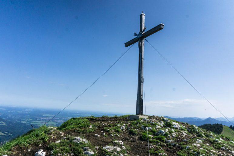 Vom Gipfel des Vorderen Kirchsteins haben wir einen Blick nach Benediktbeuern und zum Starnberger See
