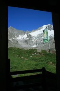 Der Ausblick aus der Hütte auf die kommende Strecke zum Schönbichler Horn
