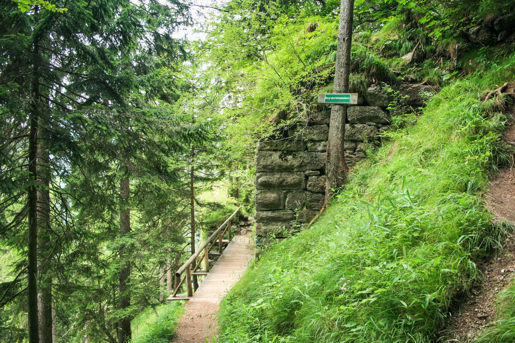 Die Brücke an der Burg Hohenwaldeck