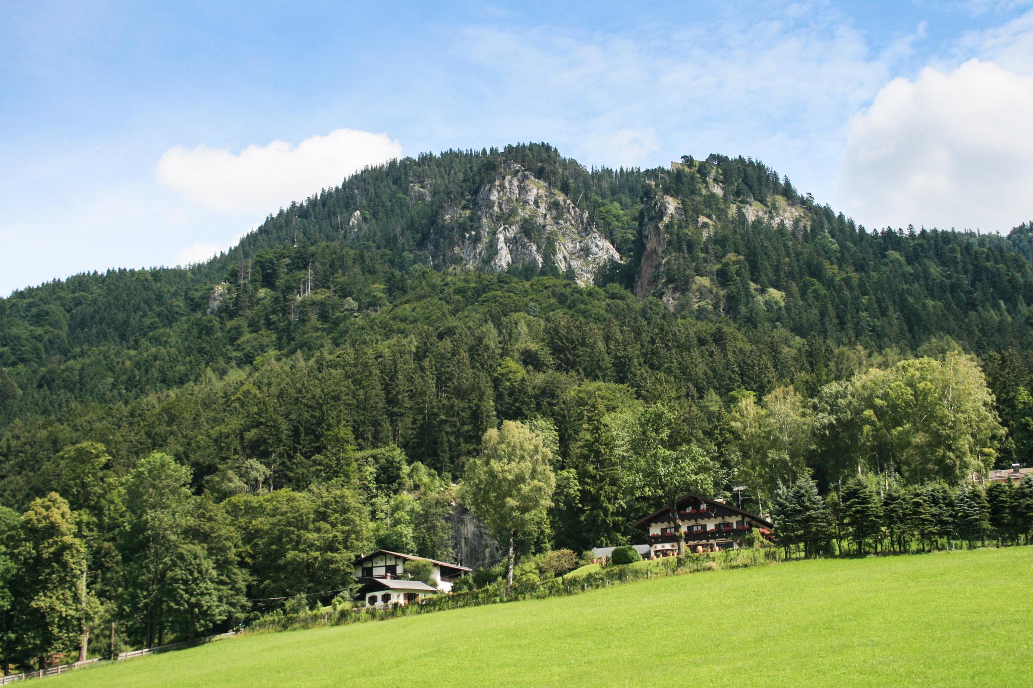 Vom Schliersee-Ufer ist die Burgruine Hohenwaldeck kaum zu entdecken