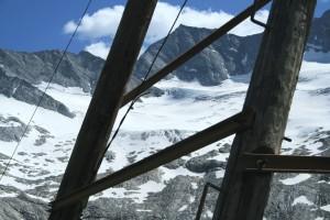 Ein Mast der Materialseilbahn zum Furtschaglhaus vor dem Schlegeiskees