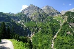 Auf dem Weg durch den Zemmgrund zum Breitlahner