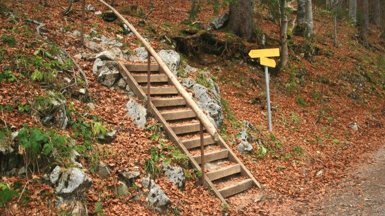 Hier beginnt der Bergsteig zur Materialseilbahn