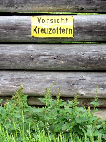 Vorsicht Kreuzottern - Warnschild an der Partnachalm