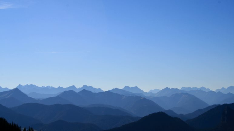 An diesem Tag war der Himmel der Bayern nicht weiß-blau, sondern nur blau: Der Himmel über dem Wallberg