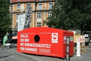Die neue Biwakschachtel auf ihrer Tour am Rindermarkt in München