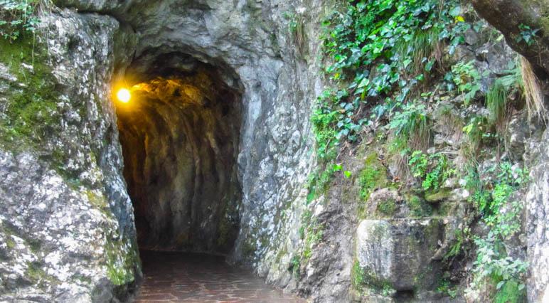 Der Eingang zur oberen Grotte