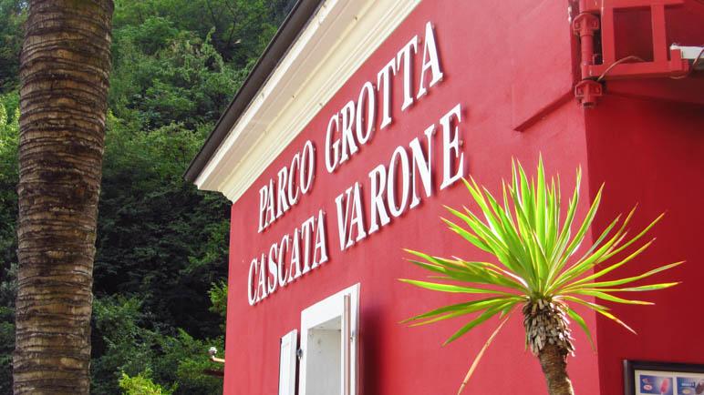 Am Eingang der Cascata Varone am Gardasee