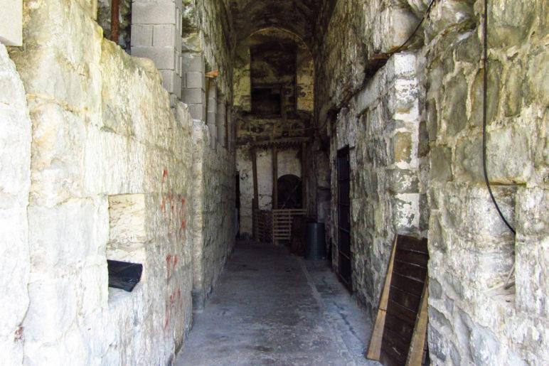 Blick in den Hauptgang der Batteria di Mezzo
