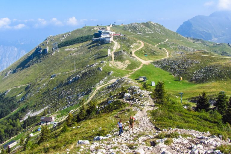 Blick zurück zur Bergstation und zur Colma di Malcesine
